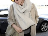 a chic look with a grey top, black skinnies, an off-white scarf, a tan short coat and an olive green bag
