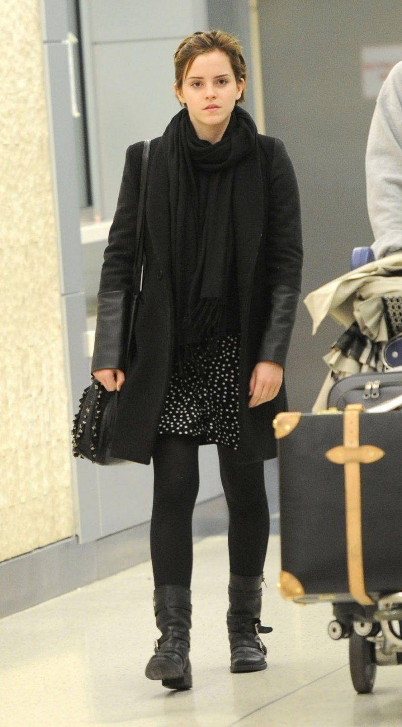 Picture Of Emma Watson Casual Outfits 25