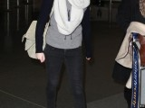 a grey top, black skinnies, a white scarf, white sneakers and a neutral bag for a cozy fall outfit