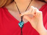 eye-catching-diy-macrame-pendant-necklace-1