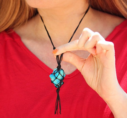 Eye-Catching DIY Macrame Pendant Necklace