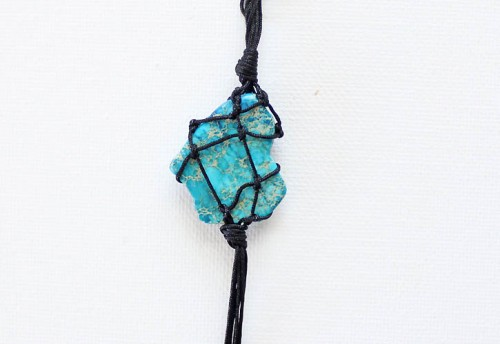 Eye Catching DIY Macrame Pendant Necklace