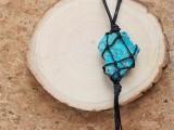 eye-catching-diy-macrame-pendant-necklace-9