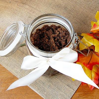 pumpkin spice latter sugar scrub (via craftinomicon)