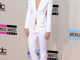 fashion-trend-alert-10-sexy-pantsuits-ideas-without-a-shirt-4