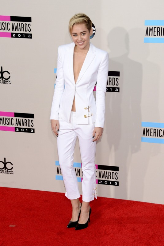 Picture Of fashion trend alert 10 sexy pantsuits ideas without a shirt  4