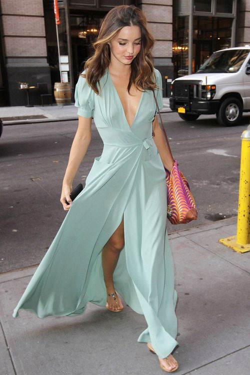 28 Flowy And Feminine Summer Maxi Dresses To Rock |