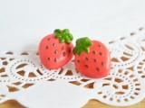 fun-and-flirty-diy-strawberry-earrings-to-make-3