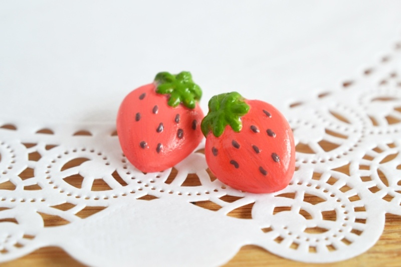 Picture Of fun and flirty diy strawberry earrings to make  3