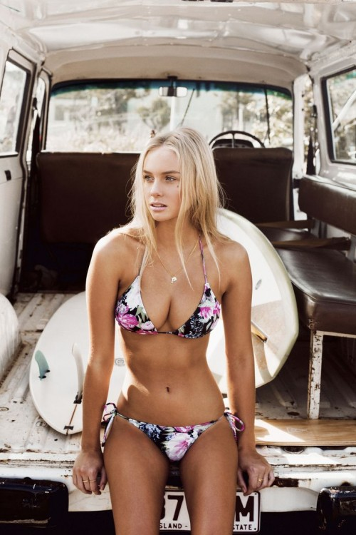 Girlish Floral Swimsuits To Look Stunning