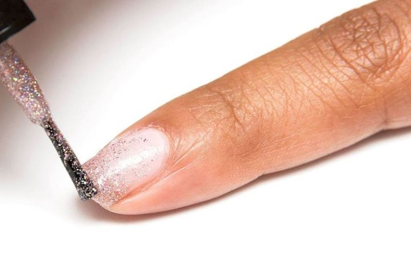 Picture Of girly diy pink ombre glitter manicure  3