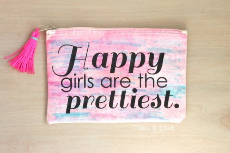 Picture Of girly diy stenciled watercolor makeup pouch  1