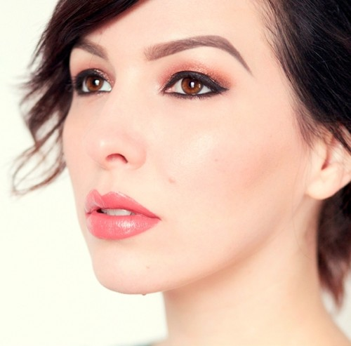 Glam DIY Sparkly Brown And Black Smokey Makeup For Holidays