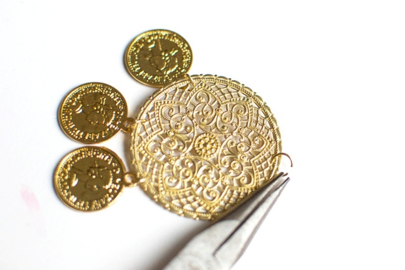 Picture Of gorgeous diy dolcegabbana inspired coin earrings  4