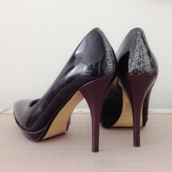 Picture Of gorgeous diy glitter touched heels  1