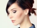 gorgeous-diy-voluminized-ponytail-for-short-hair-4