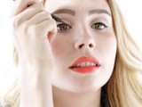 how-to-apply-liquid-eyeliner-like-a-pro-1