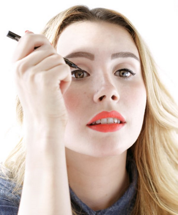 Picture Of how to apply liquid eyeliner like a pro  1