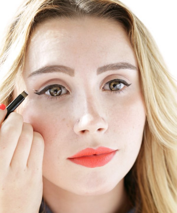 Picture Of how to apply liquid eyeliner like a pro  2