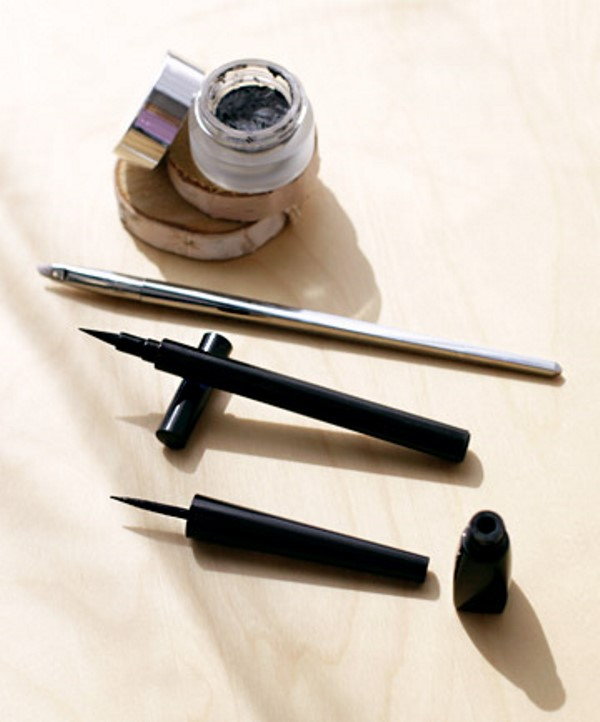 Picture Of how to apply liquid eyeliner like a pro  3