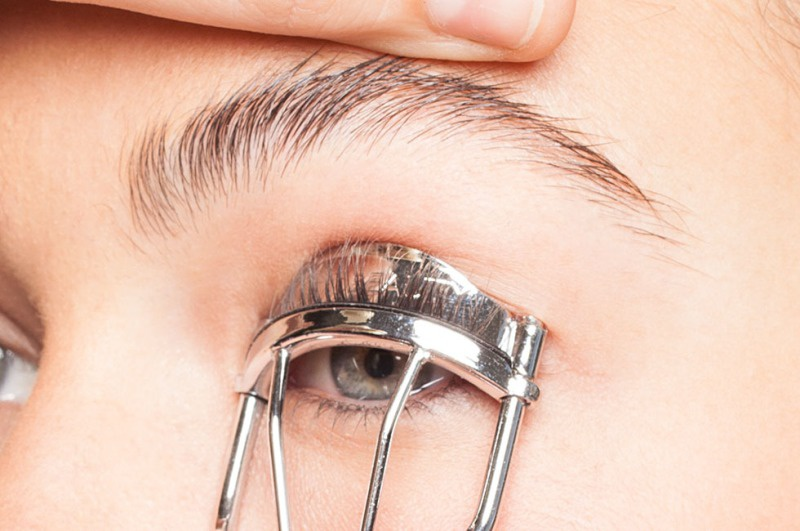 Picture Of how to curl your lashes right  3