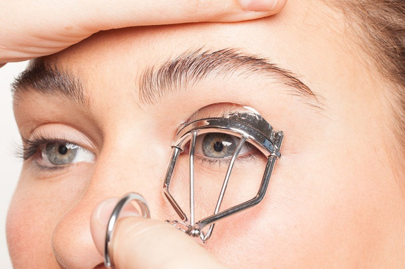 Picture Of how to curl your lashes right  4