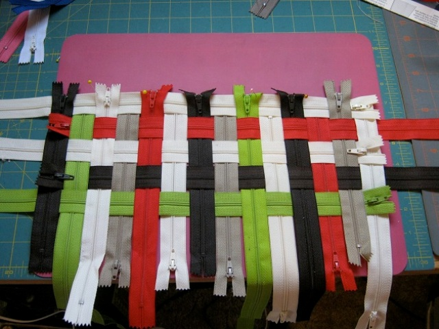 Picture Of how to make a wonderful zipper bag  2