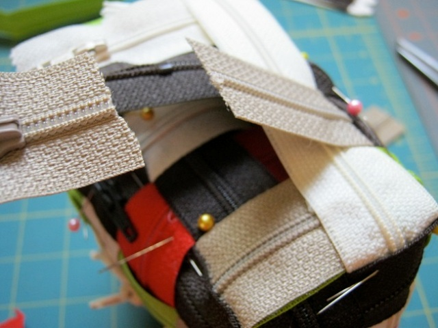 Picture Of how to make a wonderful zipper bag  3