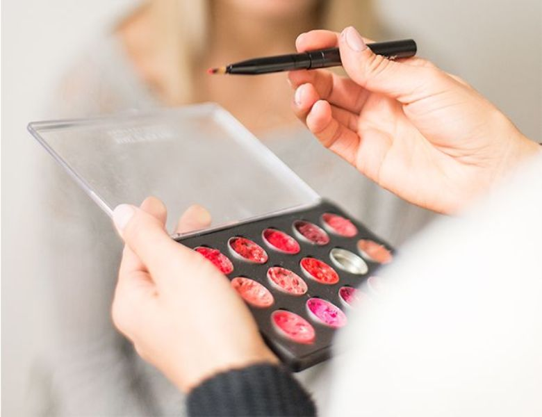Picture Of how to make daytime perfect bold and bright lips  2