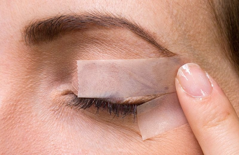 Picture Of how to make the perfect cat eye makeup with a scotch tape  2