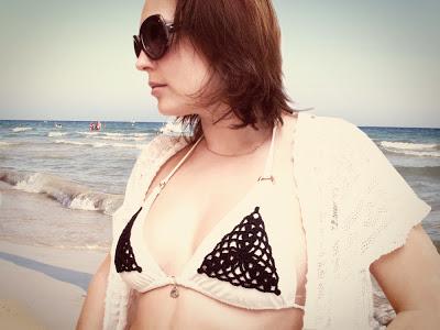 crochet applique bikini (via katrinshine)