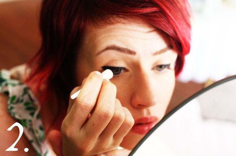 Picture Of how to style twiggy makeup  3