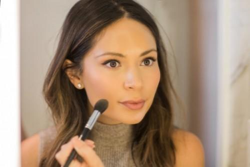 DIY Subtle Strobing Makeup Tutorial