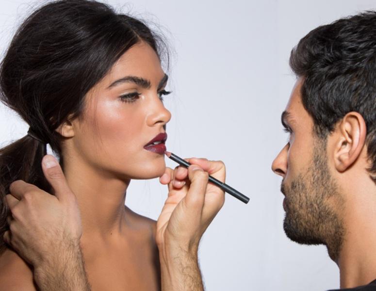 Picture Of how to wear dark vampy lipstick  3