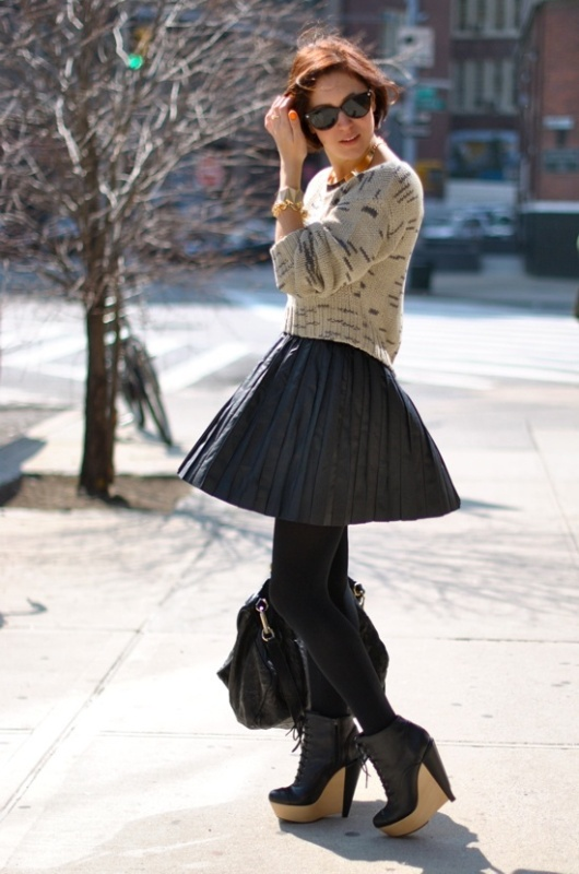 Picture Of how to wear leather skirt 23 great looks to get inspired  3