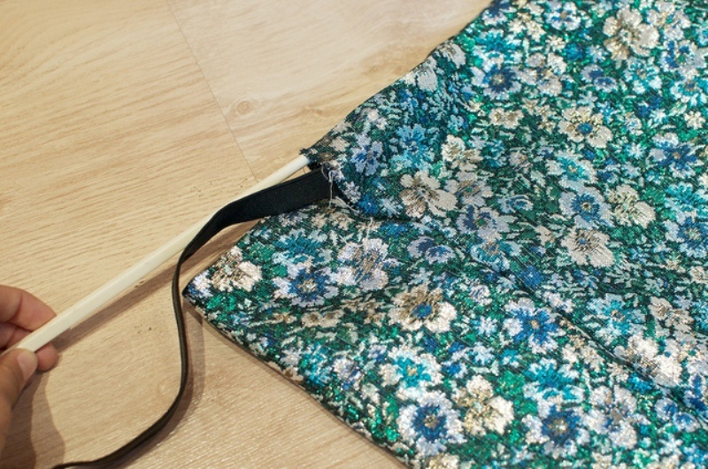 Picture Of lovely diy hand sewn brocade mini skirt for summer  7