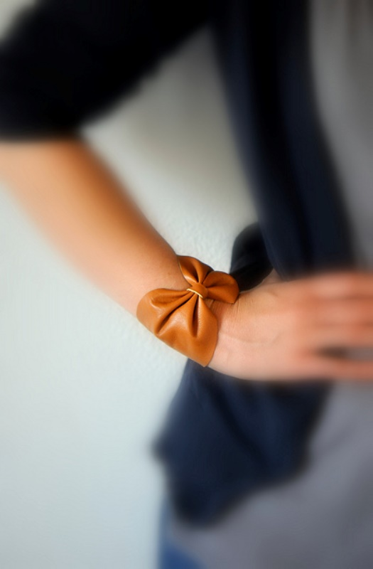 Picture Of lovely diy leather bow bracelet  1