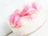 lovely-diy-sugar-body-scrub-with-rose-petals-2