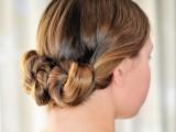 lovely-diy-three-bun-hairstyle-1