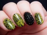marvelous-diy-wasabi-and-caviar-fine-linework-nail-art-1