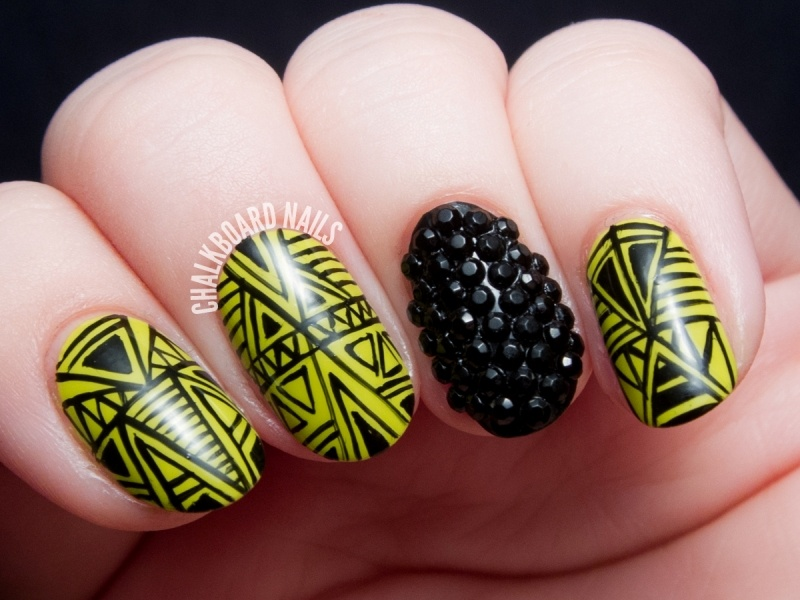 Picture Of marvelous diy wasabi and caviar fine linework nail art  1