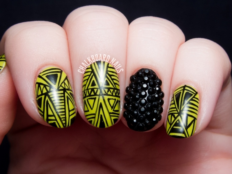 Picture Of marvelous diy wasabi and caviar fine linework nail art  2