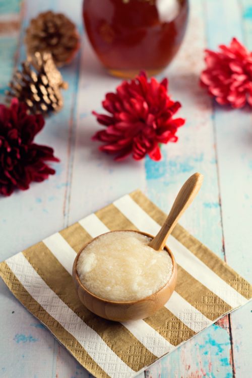 Moisturizing DIY Coconut And Honey Lip Scrub