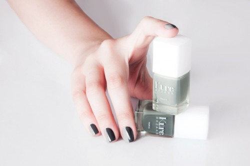 Office Appropriate And Stylish DIY Manicure In Grey Shades