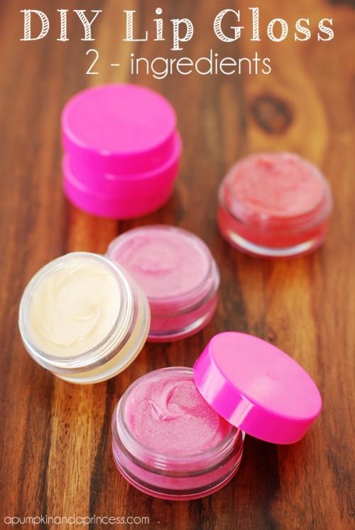 pink lip gloss (via apumpkinandaprincess)