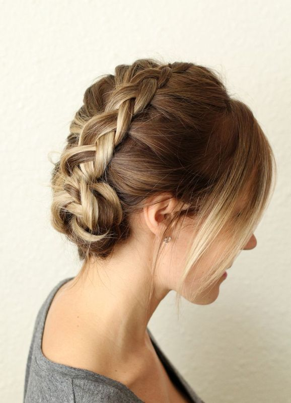 Picture Of pretty and easy diy dutch aka inside out french braid  4
