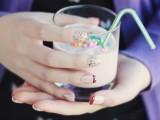 pretty-diy-confetti-nail-art-1