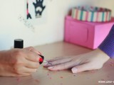 pretty-diy-confetti-nail-art-2