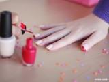 pretty-diy-confetti-nail-art-3