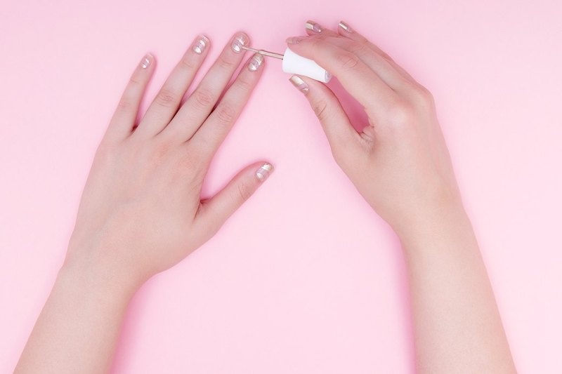 Picture Of quick diy nail art inspired by antique magnifier  3